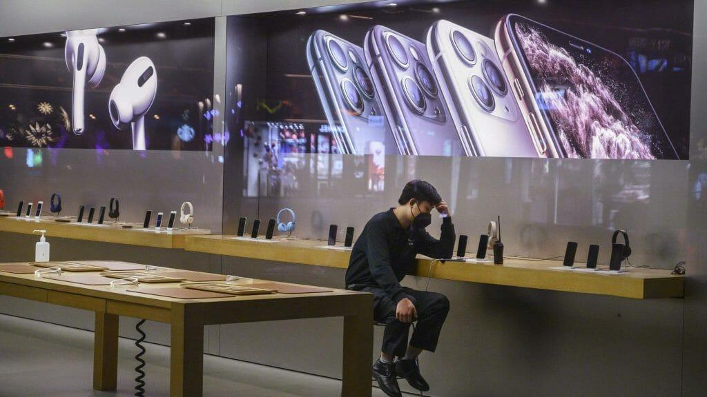 Apple затвориха всички свои магазини в Китай, заради коронавирус. Но това не е всичко…