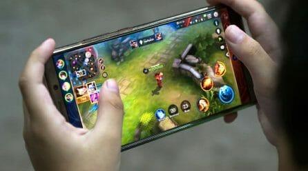 Две безплатни мобилни игри с които да преборите скуката – Monument Valley 2 и Lara Croft GO